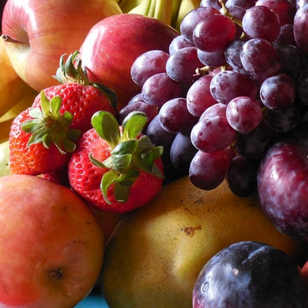 bright-coloured-fruit-is-full-of-antioxidants