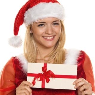 Weihnachtsmann zu Weihnachten mit Gutschein zum Einkaufen